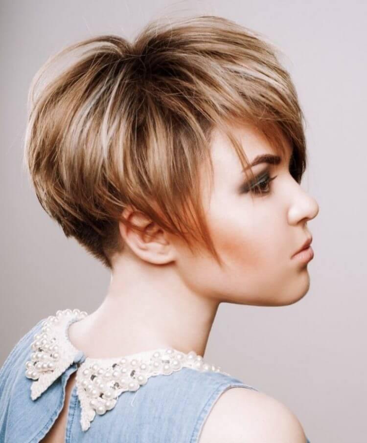Женская стрижка каскад на короткие волосы после 40 лет: фото.