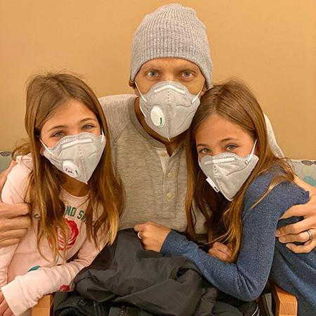 Кевин Клементс с дочерьми